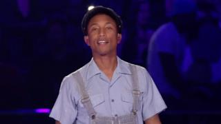 Pharrell Williams canta Freedom agli MTV EMA 2015 (VIDEO)