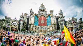Tomorrowland 2015 in Live Streaming