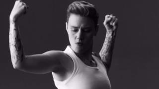 Justin Bieber, la parodia dello spot per Calvin Klein al Saturday Night Live (video)