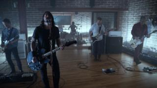 Foo Fighters - Something From Nothing (Video Lyrics ufficiale e testo)