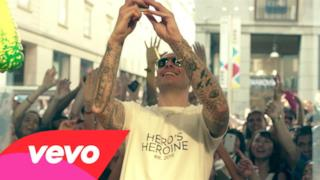 Fabri Fibra e Marracash si mettono in vendita nel video di Playboy