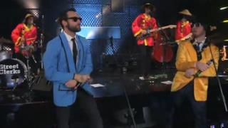 Marco Mengoni: L'Essenziale in versione Gangnam Style con Cattelan