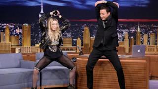Madonna twerka col figlio Rocco e il dj Diplo da Jimmy Fallon (video)