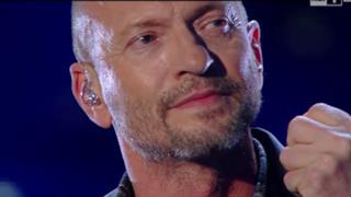 Biagio Antonacci, omaggio a Pino Daniele a Sanremo 2015 con Quando
