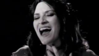 Laura Pausini e i giudici di La Voz Messico cantano We Will Rock You