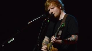 Ed Sheeran ai Brit Awards 2015 con Bloodstream (video)