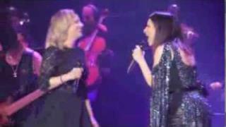 Laura Pausini & Emma Marrone - Duetto Forum di Assago 2013
