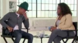Pharrell Williams si commuove da Oprah Winfrey per il successo di Happy