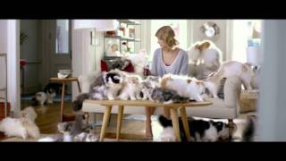 Taylor Swift gattara per la Coca Cola