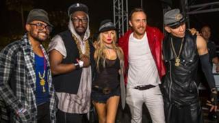 Black Eyed Peas presentano il nuovo singolo Awesome al Coachella 2015 con David Guetta