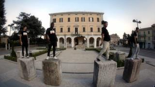Fabri Fibra - L'italiano balla ft. The Crookers (Video ufficiale e testo)