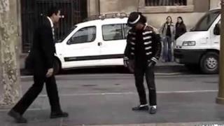 Missionario vs Michael Jackson: chi è più bravo a ballare?