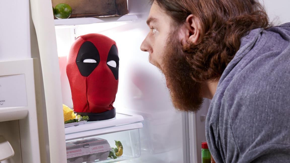 Hasbro svela la testa parlante di Deadpool della linea Marvel Legends ed è uno spasso