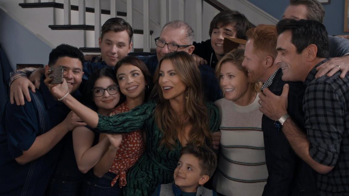 Modern Family, il finale: l'addio alla sitcom con un lungo abbraccio