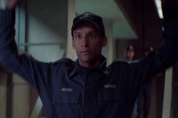 Danny Pudi prese un pugno da Cap nel suo cameo in Captain America: The Winter Soldier