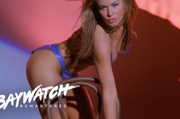 Il photoshoot ad alto tasso erotico di Carmen Electra (che è anche su Instagram)