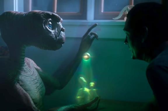 E.T.: reunion tra la creatura aliena ed Elliott in un nuovo corto: l'anteprima