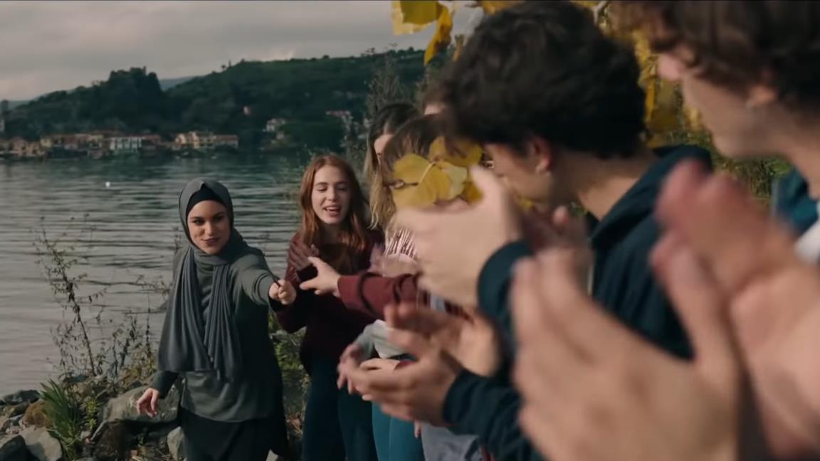 Skam Italia 4, spunta una scena inedita: il rito dei 100 giorni di Sana e gli altri