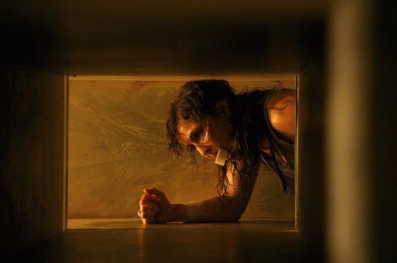 Rupture: il trailer dell'horror sulla paura dei ragni con Noomi Rapace