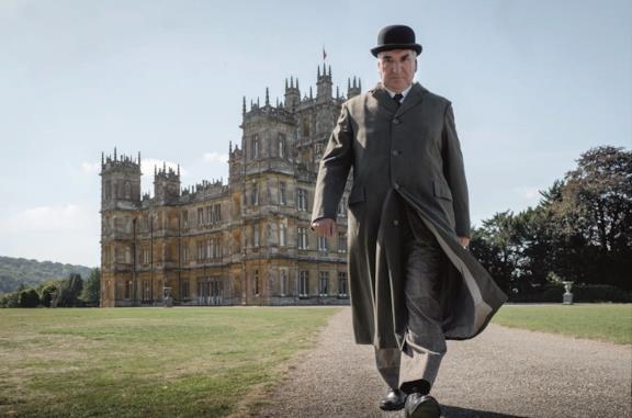 Downton Abbey, Barrow e Carson battibeccano nella prima clip ufficiale del film