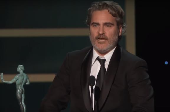 SAG Awards 2020, Joaquin Phoenix ricorda Heath Ledger e rende omaggio agli altri nominati