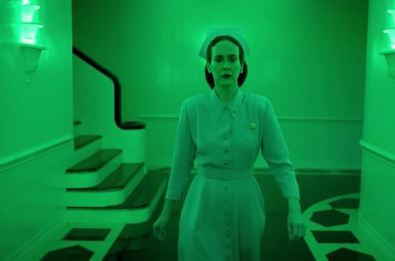 Ratched: il trailer della serie Netflix sull'infermiera di Qualcuno volò sul nido del cuculo