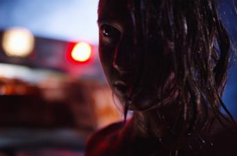 Tonight She Comes, il trailer che rende omaggio a L'Esorcista