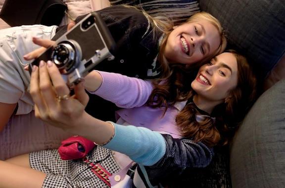 Emily in Paris: il trailer ufficiale con Lily Collins