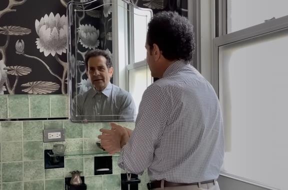 Monk vs il coronavirus: Tony Shalhoub riprende il suo iconico ruolo [VIDEO]