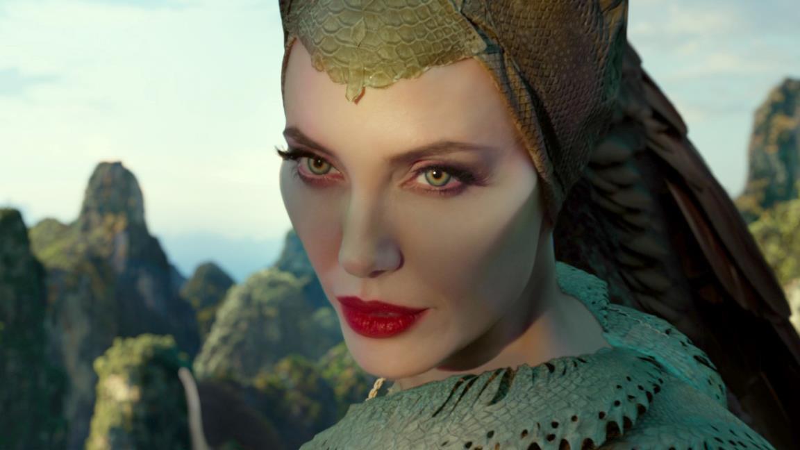 Maleficent - Signora del male, la recensione: malefica mai, cattiva sì ma non troppo
